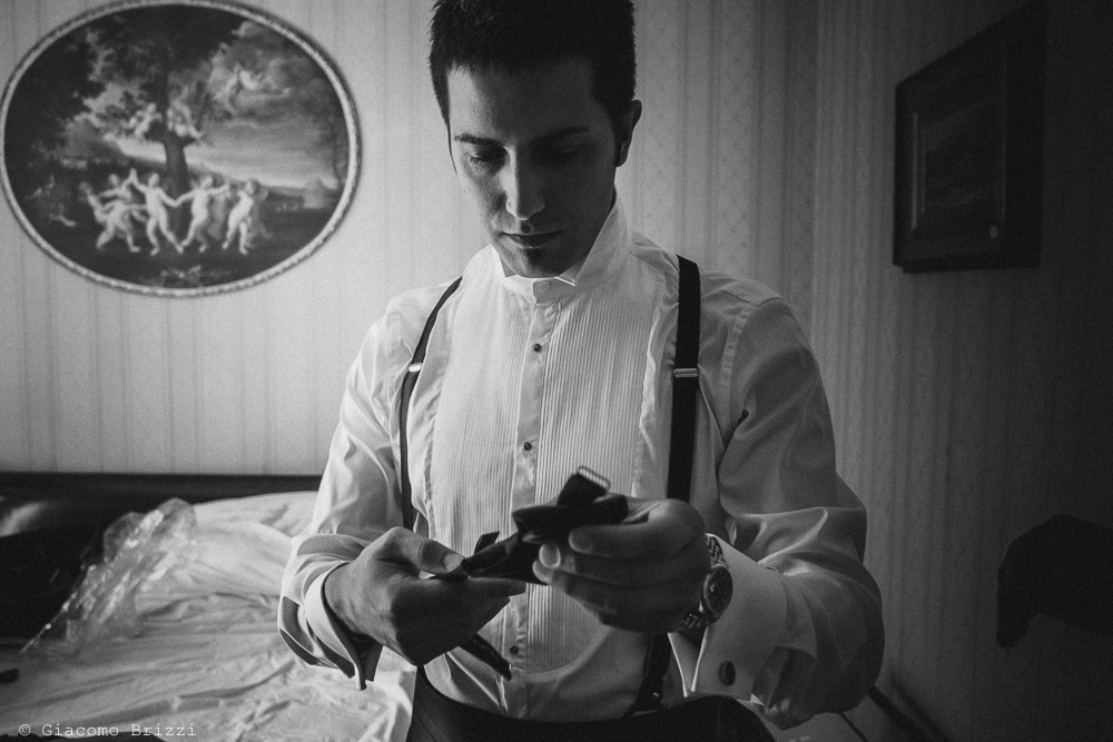 Lo sposo si prepara, fotografo matrimonio ricevimento villa fanini, Lucca
