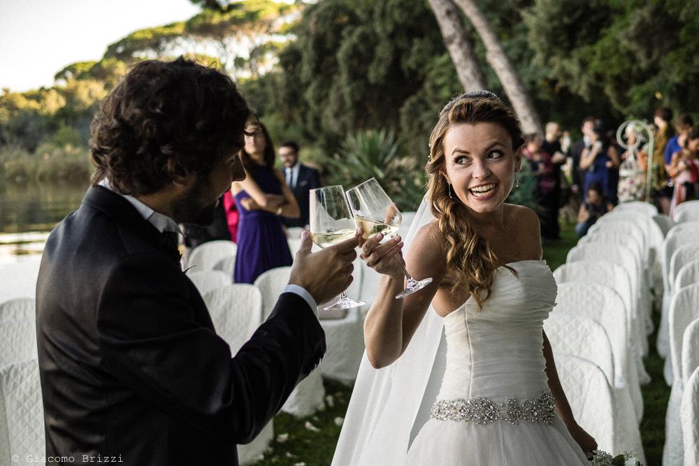 Un brindisi tra gli sposi, fotografo matrimonio ricevimento Villa Orlando, Versilia
