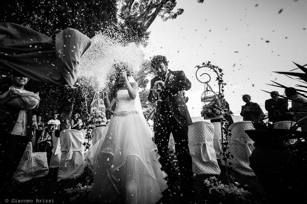 Gli sposi sono festeggiati, fotografo matrimonio ricevimento Villa Orlando, Versilia
