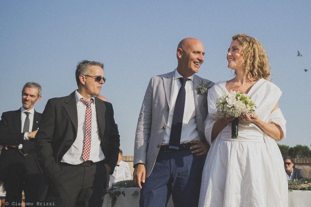 Un inquadratura per gli sposi, fotografo al matrimonio di sarzana alla Fortezza