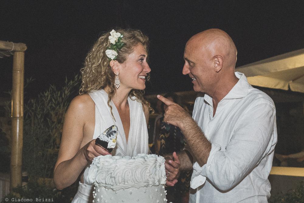 Uno scatto che coglie un momento di felicità degli sposi, fotografo al ricevimento del matrimonio di sarzana