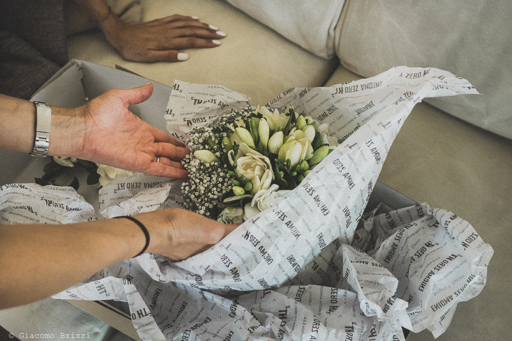 Una foto di dettaglio sul bouquet di fiori, fotografo al matrimonio di sarzana