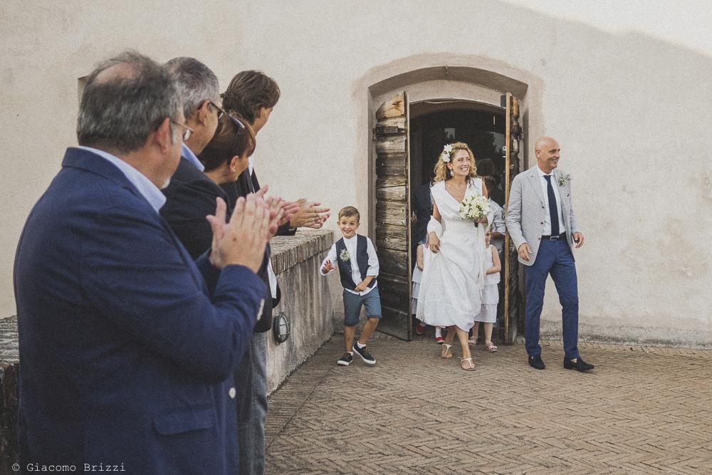 Gli sposi arrivati alla cerimonia, fotografo al matrimonio di sarzana