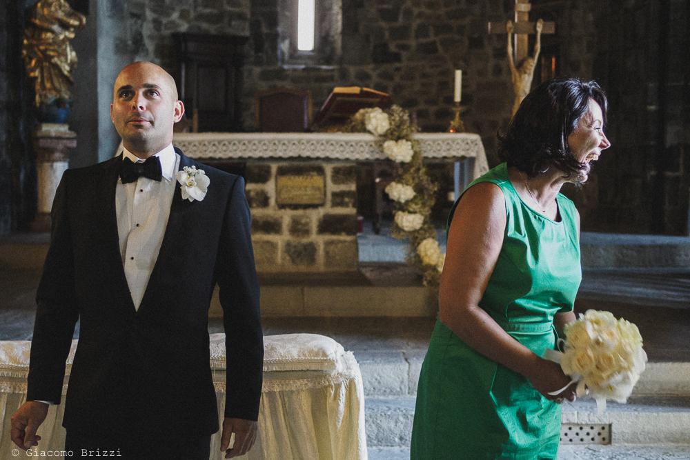 Lo sposo in attesa all'altare, fotografo matrimonio Vernazza, Cinque Terre