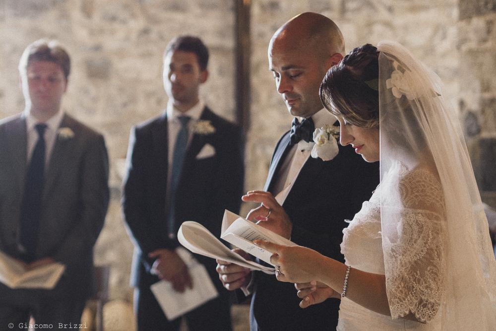 Inquadratura sugli sposi all'altare, fotografo matrimonio Vernazza, Cinque Terre