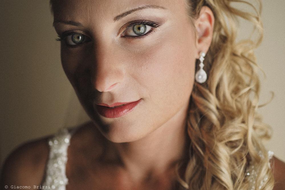 Foto di primo piano sul viso della sposa, fotografo ricevimento villa grabau, lucca
