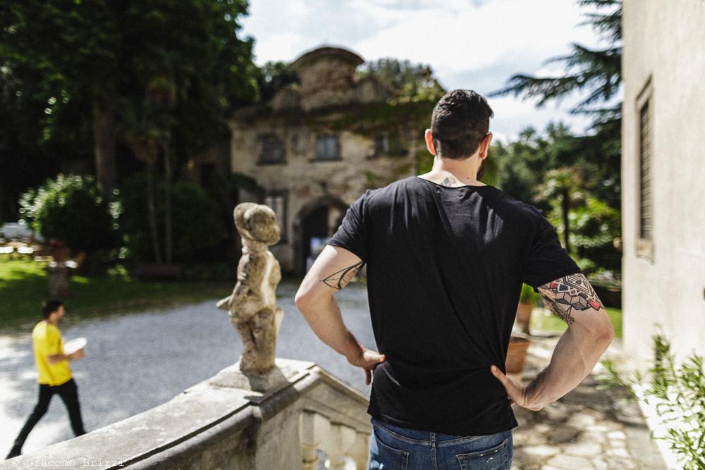 Uomo di spalle, matrimonio San Giuliano Terme, Pisa. Giacomo Brizzi Fotografo