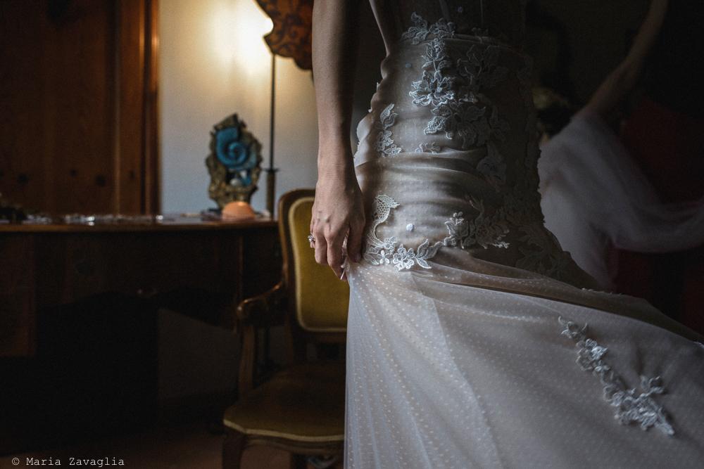 La sposa in piedi, matrimonio San Giuliano Terme, Pisa. Giacomo Brizzi Fotografo