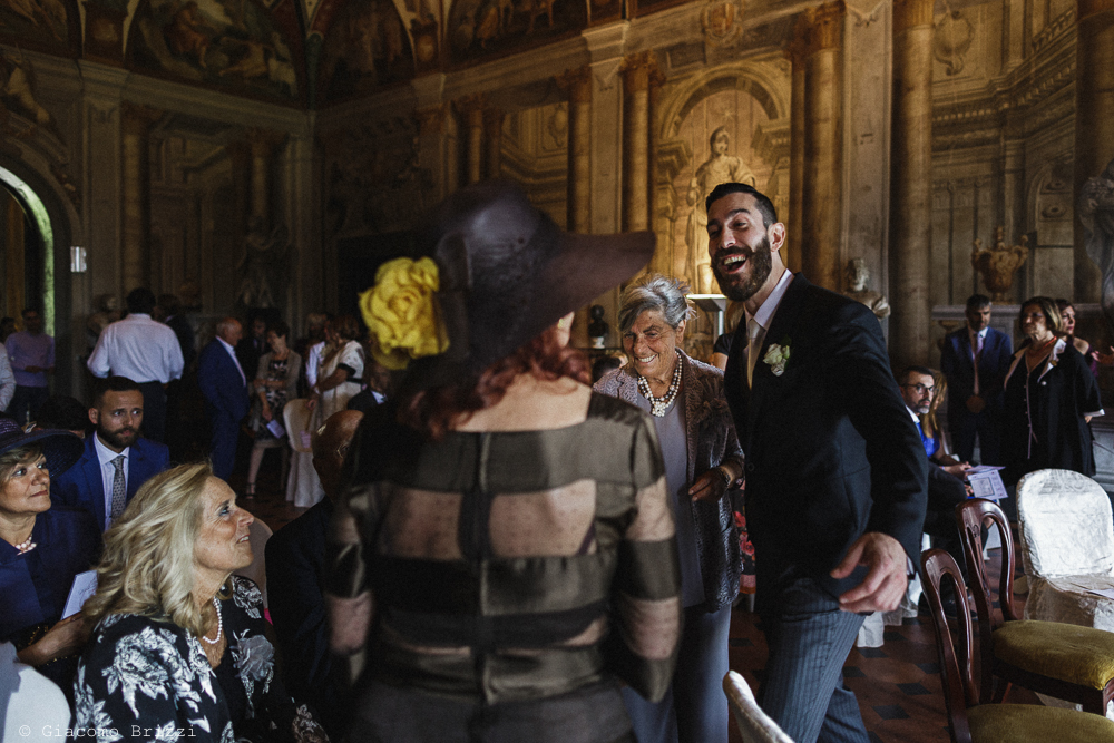 Lo sposo attende la sposa insieme agli invitati, matrimonio San Giuliano Terme, Pisa. Giacomo Brizzi Fotografo