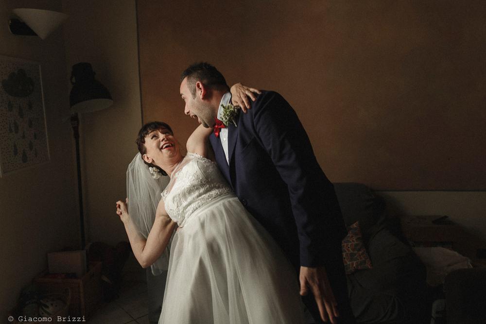 Una foto divertente ai due sposi, matrimonio Massa Carrara Toscana