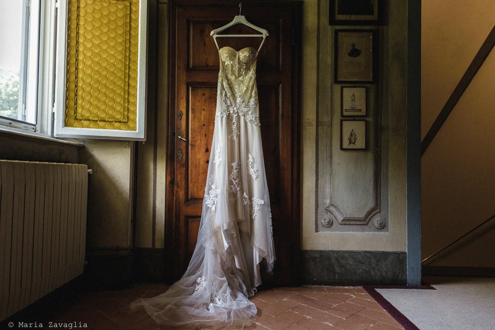 Abito della sposa appeso, matrimonio San Giuliano Terme, Pisa. Giacomo Brizzi Fotografo