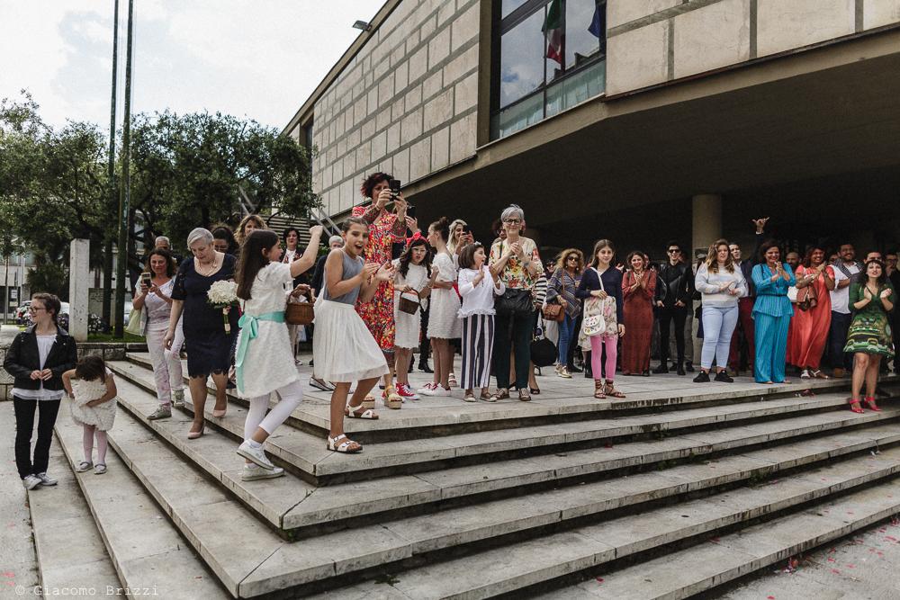 Gli invitati attendono gli sposi, matrimonio Massa Carrara Toscana