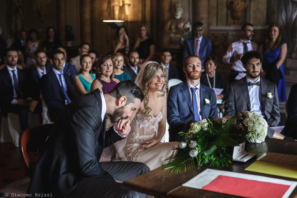Gli sposi durante la cerimonia, matrimonio San Giuliano Terme, Pisa. Giacomo Brizzi Fotografo