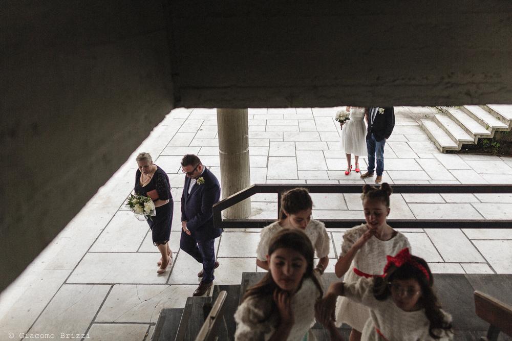 Bambini salgono le scale, matrimonio Massa Carrara Toscana