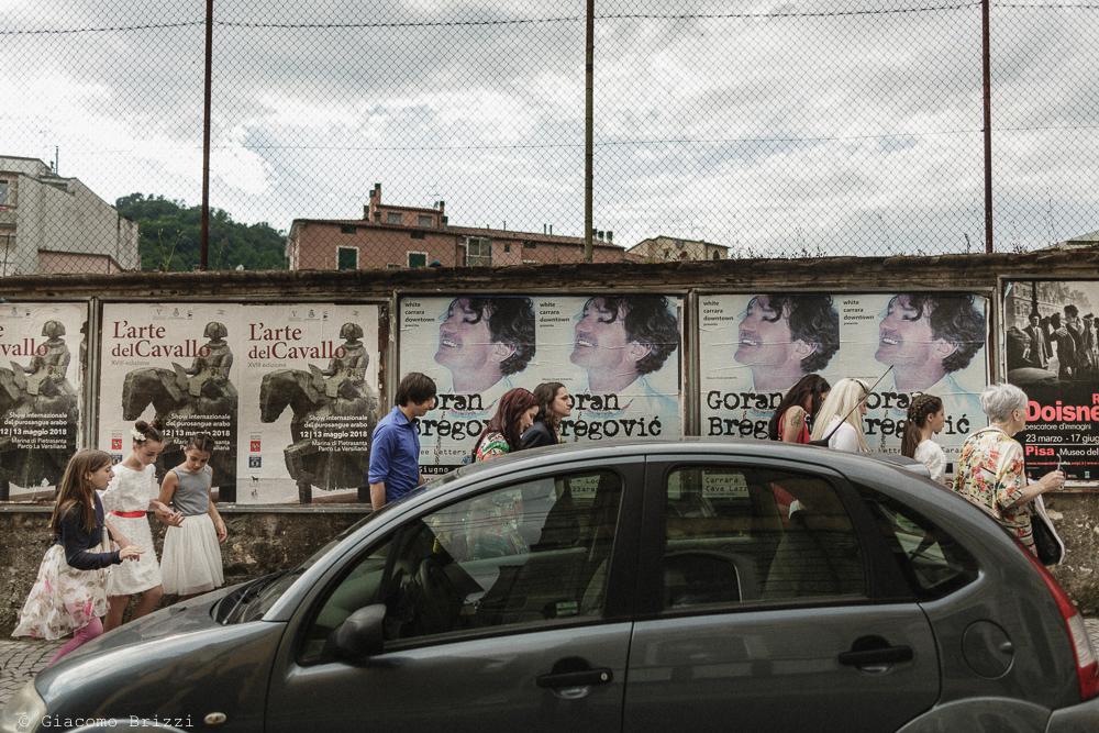 Invitati che camminano, matrimonio Massa Carrara Toscana