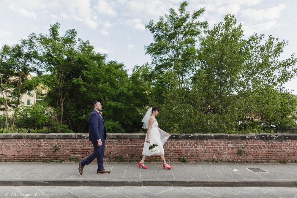 Gli sposi camminano, matrimonio Massa Carrara Toscana