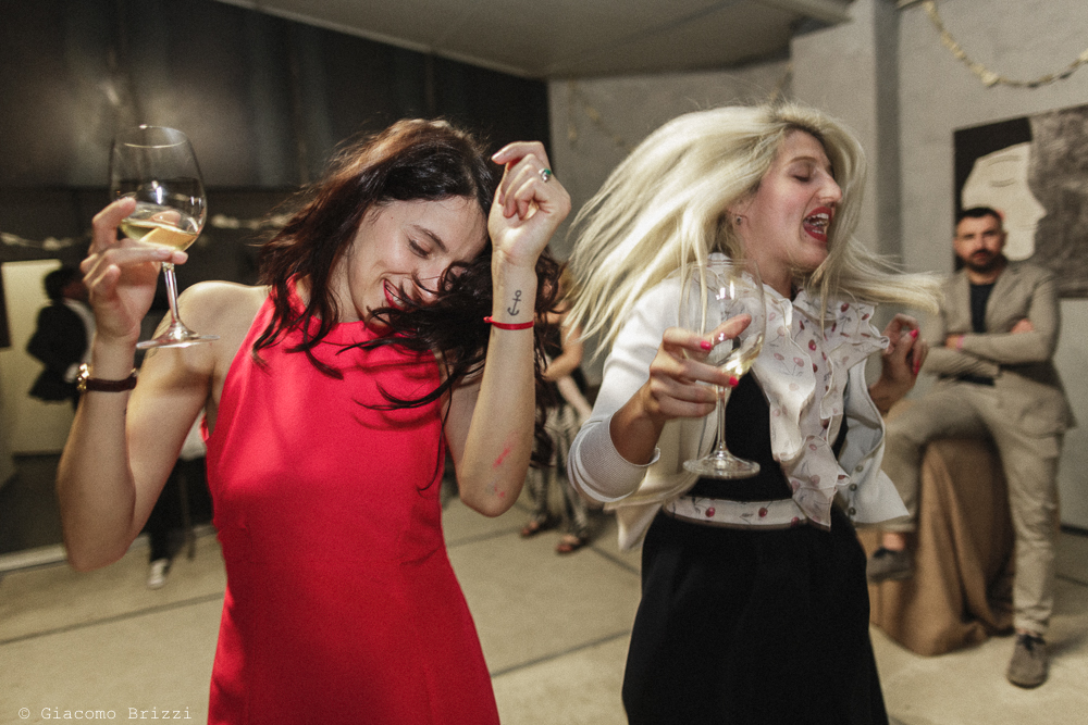 Due invitate ballano, matrimonio Massa Carrara Toscana