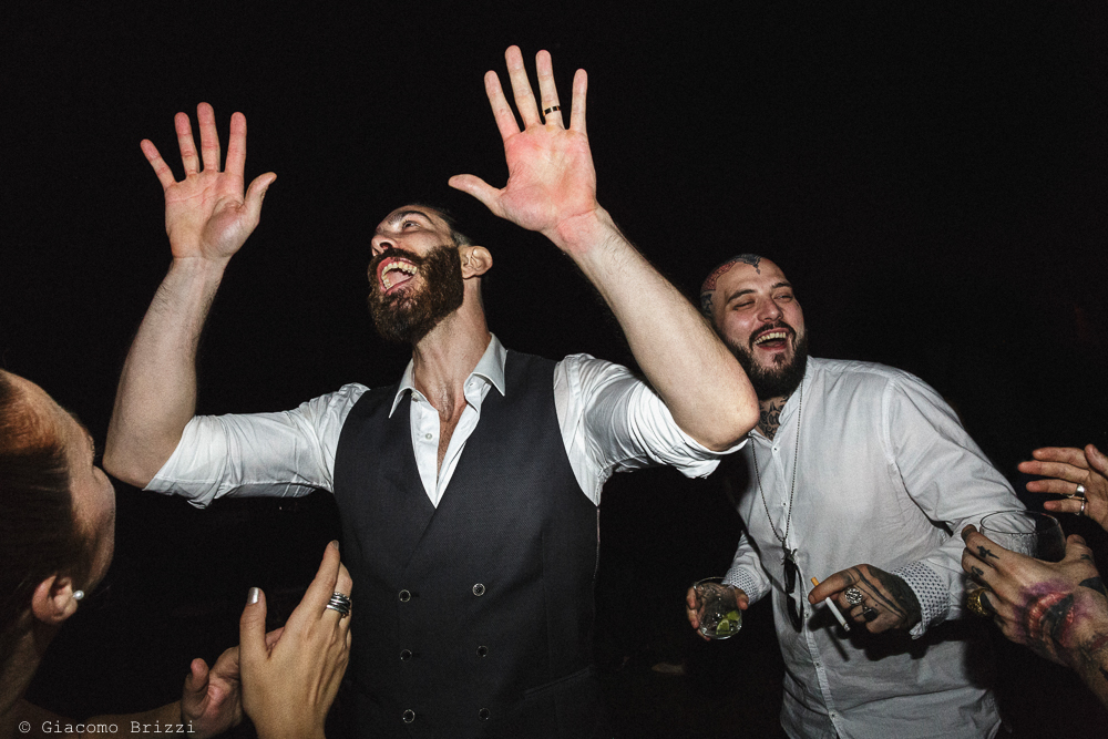 Un istantanea dello sposo che balla, matrimonio San Giuliano Terme, Pisa. Giacomo Brizzi Fotografo