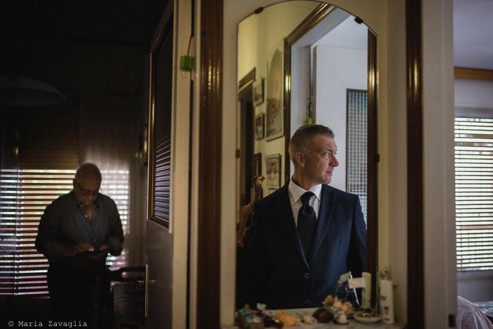 Fotografo Matrimonio Lunigiana, Bagnone (Toscana). Location: Il Baglio della Luna. Sposi: Fabio & Elisabetta. Uomo di profilo. Giacomo Brizzi Fotografo di Matrimonio in Toscana